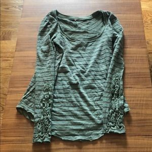 XS Free People long sleeve tip with embroidery